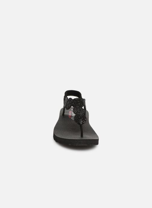 Sandales et nu-pieds Skechers Mediatation Stars & Sparkle Noir vue portées chaussures