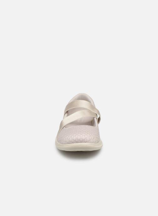 Ballerina Skechers Go Walk Lite Vit bild av skorna på
