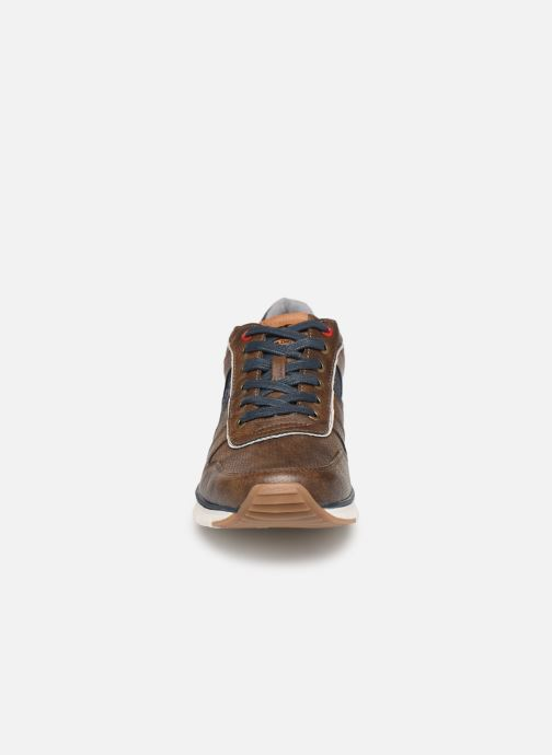 Sneakers Mustang shoes Noha Marrone modello indossato