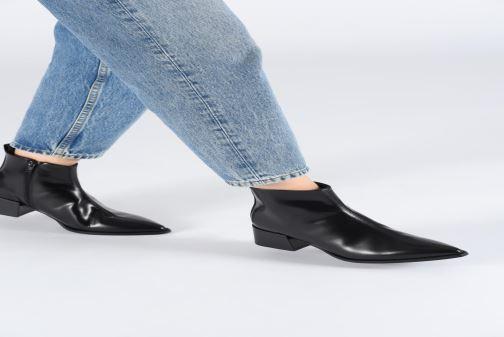 Stiefeletten & Boots E8 by Miista ELIN schwarz ansicht von unten / tasche getragen