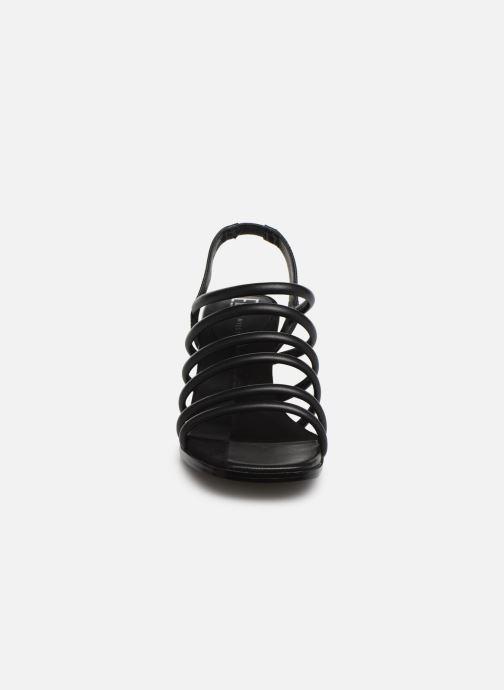 Sandali e scarpe aperte E8 by Miista CLARISA Nero modello indossato