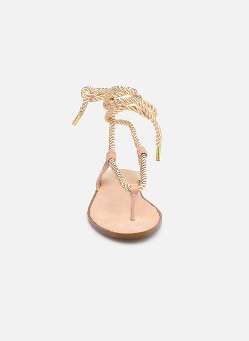 Sandali e scarpe aperte E8 by Miista ISIDORA Oro e bronzo modello indossato