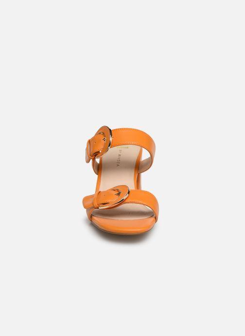 Mules et sabots E8 by Miista ANA Orange vue portées chaussures