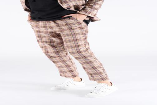 Sneaker Notabene Molly weiß ansicht von unten / tasche getragen
