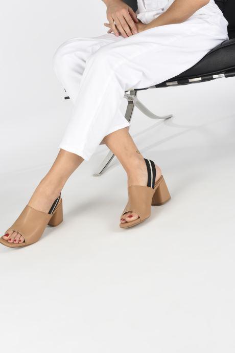 Sandales et nu-pieds Notabene Yuki Marron vue bas / vue portée sac