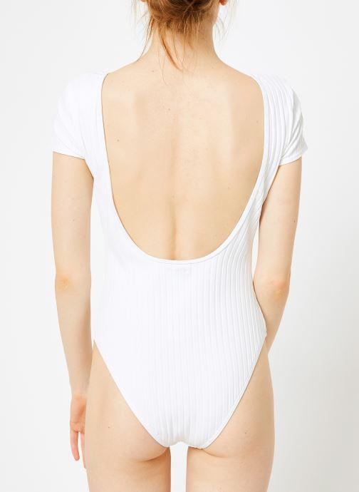 Vêtements Billabong heating up bodysuit Blanc vue portées chaussures