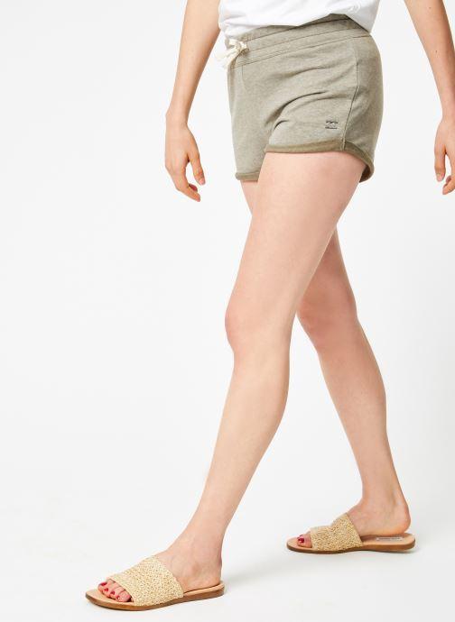 Vêtements Billabong beach day short Vert vue détail/paire
