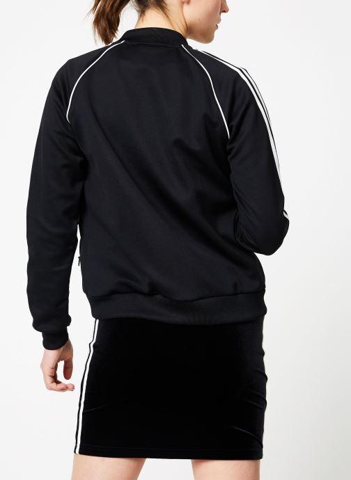 Vêtements adidas originals Sst Track Jacket Noir vue portées chaussures