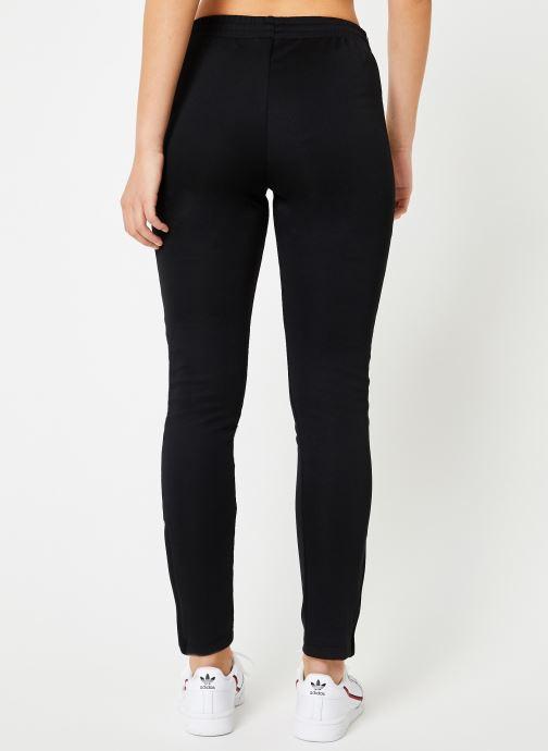 Vêtements adidas originals Sst Track Pants W Noir vue portées chaussures