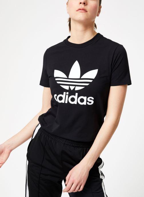 Vêtements adidas originals Trefoil Tee Noir vue détail/paire