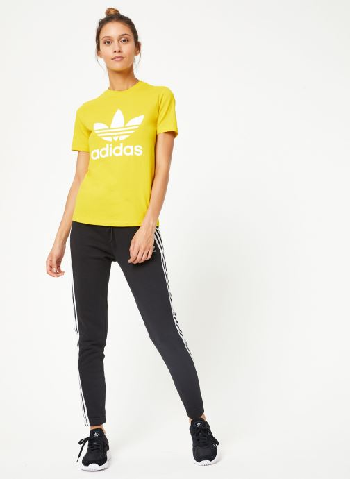 Vêtements adidas originals Trefoil Tee Jaune vue bas / vue portée sac