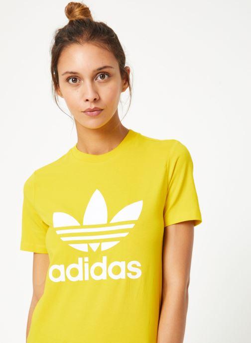 Vêtements adidas originals Trefoil Tee Jaune vue détail/paire