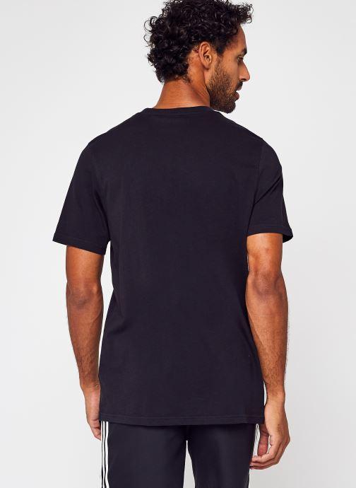 Vêtements adidas originals Trefoil T-Shirt Noir vue portées chaussures