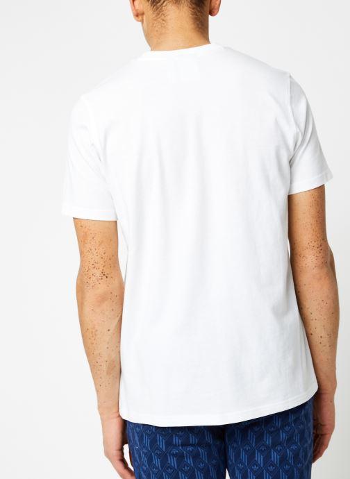 Vêtements adidas originals Trefoil T-Shirt Blanc vue portées chaussures
