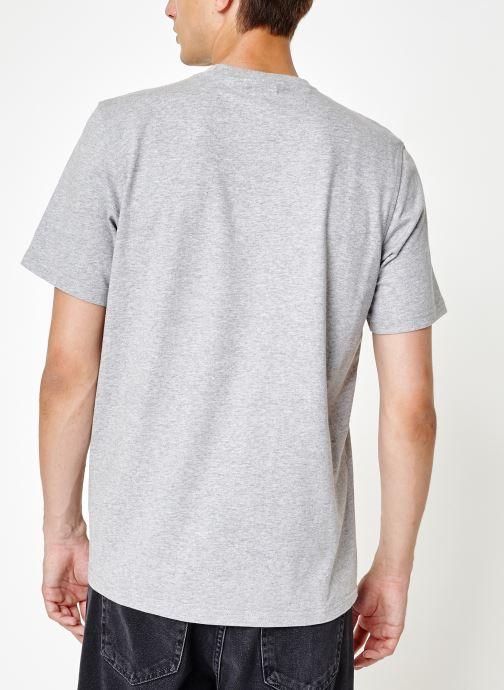 Vêtements adidas originals Trefoil T-Shirt Gris vue portées chaussures