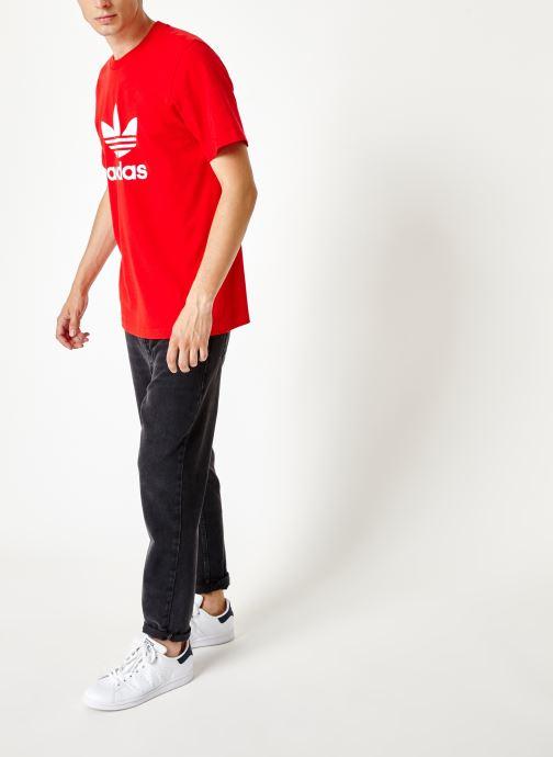 Vêtements adidas originals Trefoil T-Shirt Rouge vue bas / vue portée sac