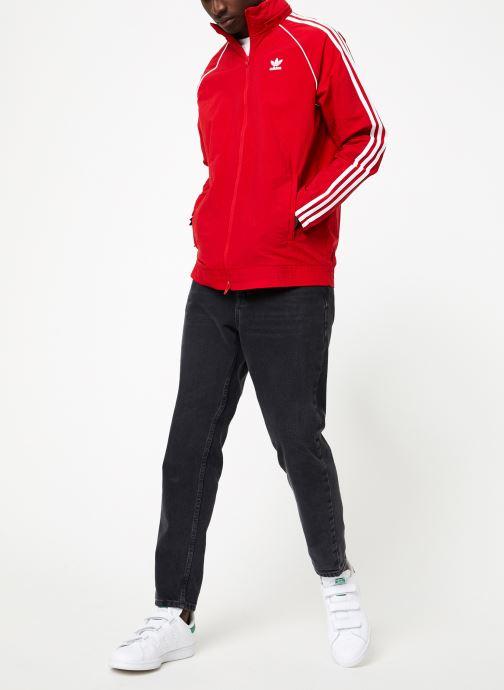 Vêtements adidas originals Sst Windbreaker Rouge vue bas / vue portée sac
