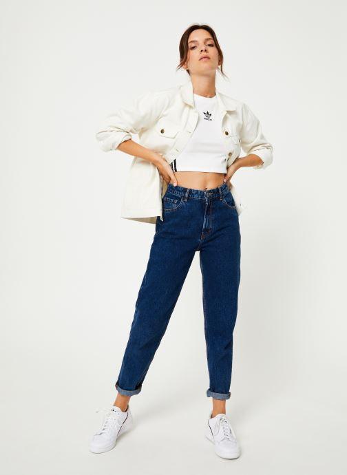 Vêtements adidas originals Crop Tank Blanc vue bas / vue portée sac