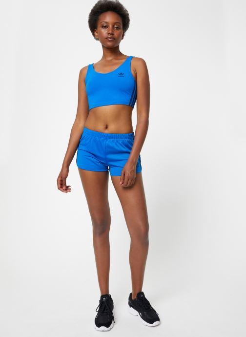 Vêtements adidas originals Crop Tank Bleu vue bas / vue portée sac