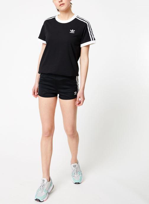 Vêtements adidas originals 3 Stripes Tee Noir vue bas / vue portée sac