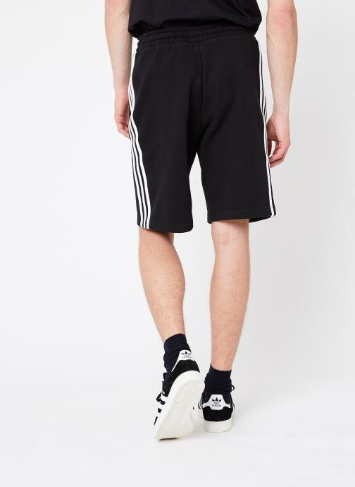 Vêtements adidas originals 3-Stripe Short Noir vue portées chaussures