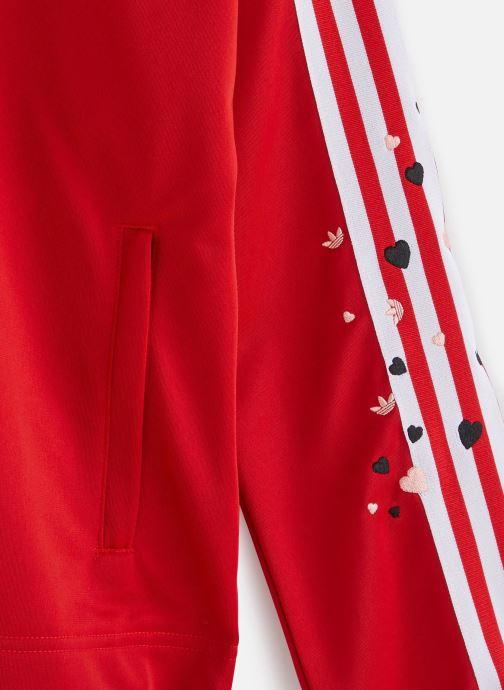 Vêtements adidas originals Track Top Rouge vue portées chaussures