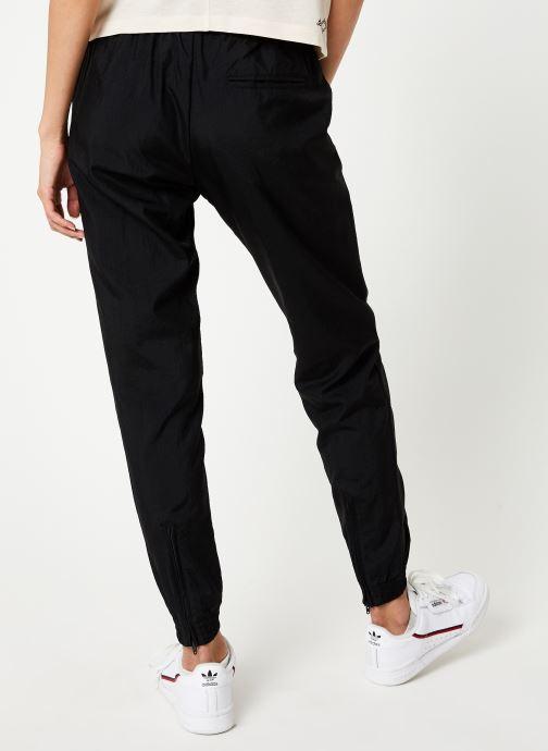 Vêtements adidas originals Track Pants Noir vue portées chaussures