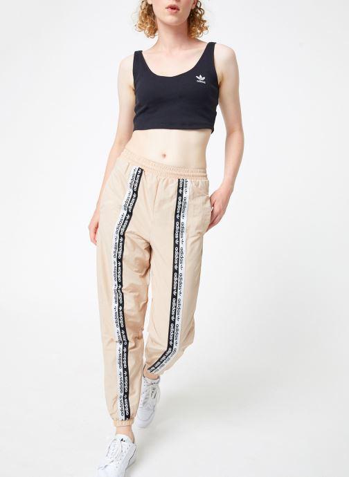 Vêtements adidas originals Track Pants Beige vue bas / vue portée sac