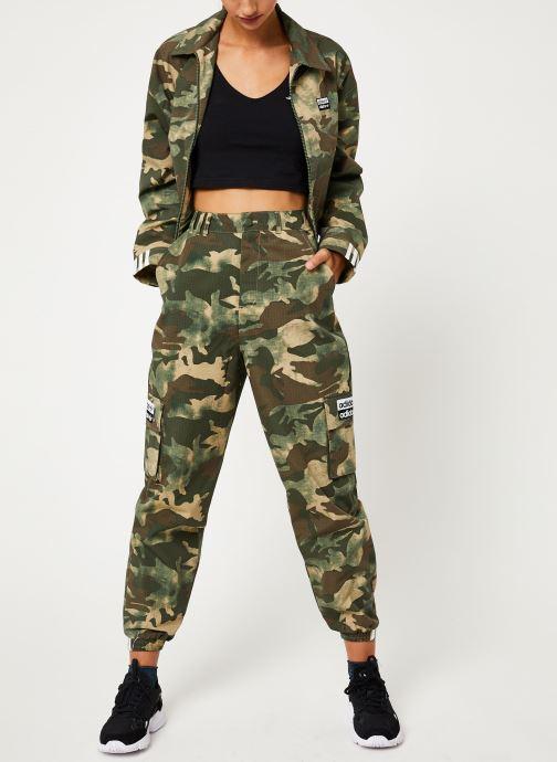 Vêtements adidas originals Track Pants Vert vue bas / vue portée sac