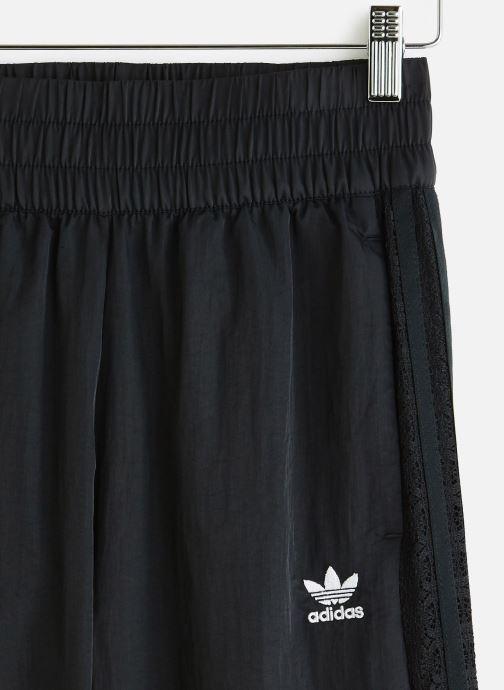 Vêtements adidas originals Cuffed Pants Noir vue portées chaussures