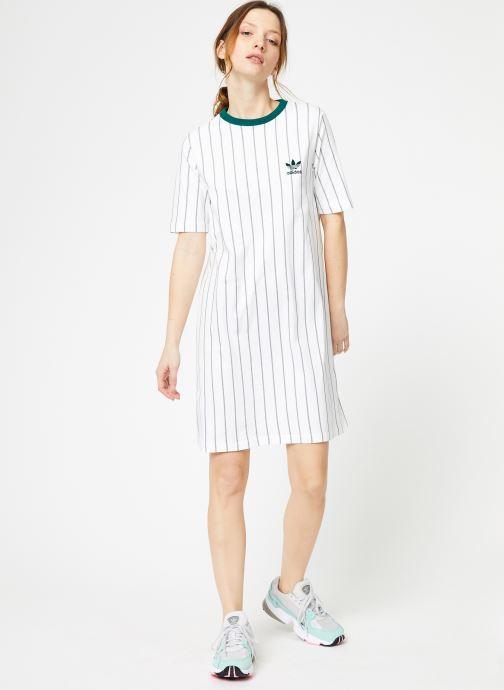 Vêtements adidas originals Tee Dress Blanc vue bas / vue portée sac