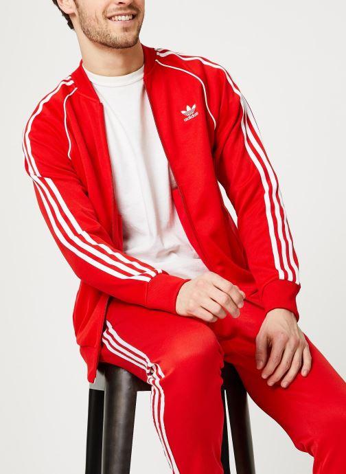 Vêtements adidas originals Sst Tt Rouge vue détail/paire