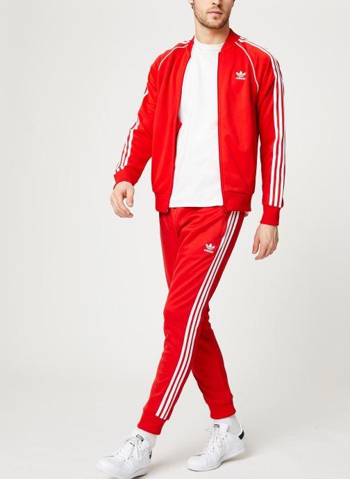 Vêtements adidas originals Sst Tp Rouge vue bas / vue portée sac