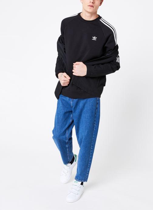 Vêtements adidas originals 3-Stripes Crew Noir vue bas / vue portée sac