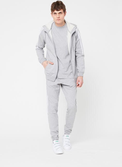 Vêtements adidas originals Essential T Gris vue bas / vue portée sac