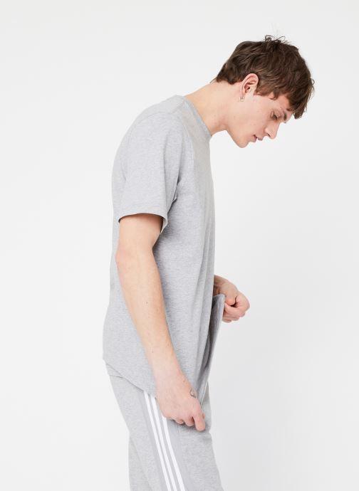 Vêtements adidas originals Essential T Gris vue droite