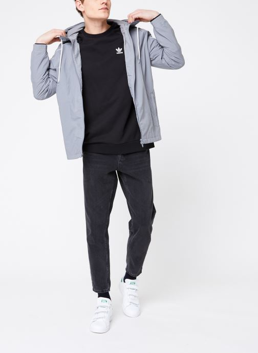 Vêtements adidas originals Essential Crew Noir vue bas / vue portée sac