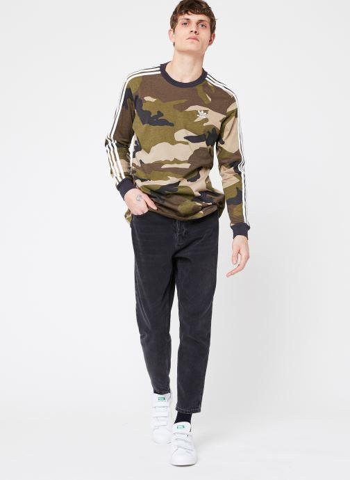 Vêtements adidas originals Camo Ls Tee Vert vue bas / vue portée sac
