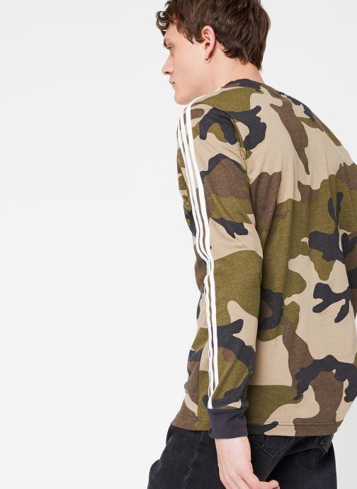Vêtements adidas originals Camo Ls Tee Vert vue droite