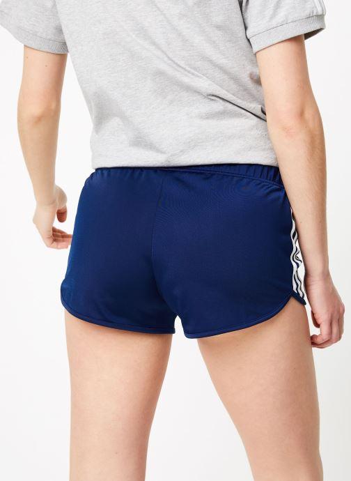 Vêtements adidas originals 3 Stripes Short Bleu vue portées chaussures