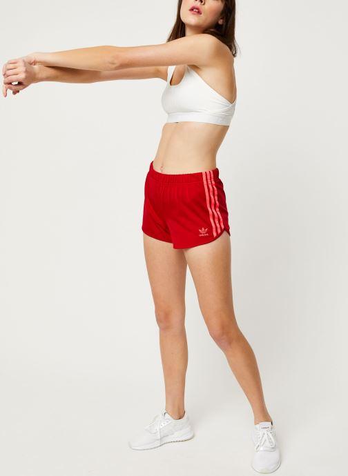 Vêtements adidas originals 3 Stripes Short Rouge vue bas / vue portée sac