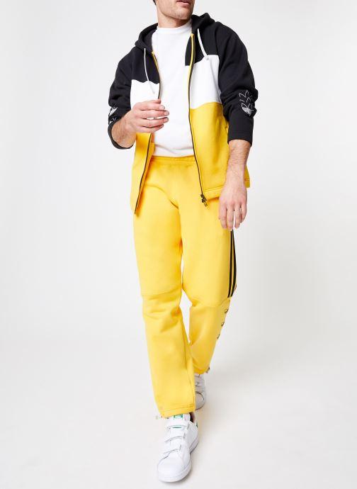 Vêtements adidas originals Ft Sweatpant Jaune vue bas / vue portée sac