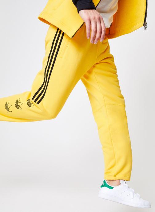 Vêtements adidas originals Ft Sweatpant Jaune vue détail/paire