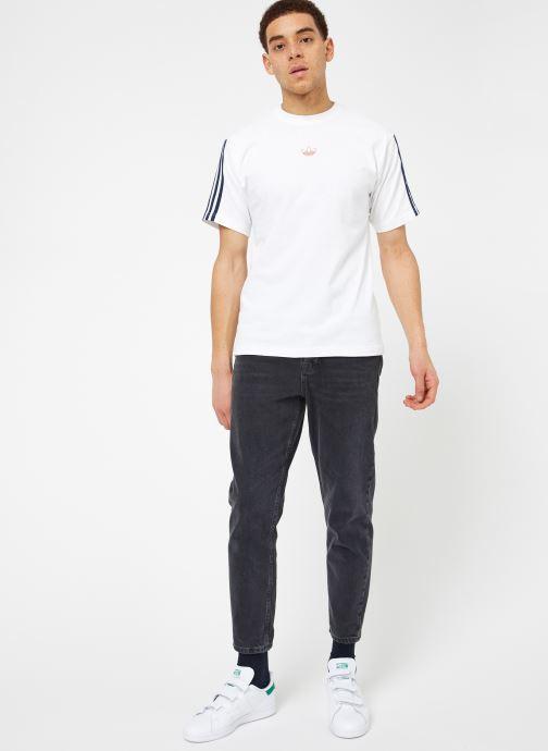 Kläder Adidas Originals Floating Tee Vit bild från under