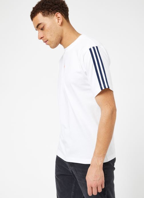 Kläder Adidas Originals Floating Tee Vit Bild från höger sidan