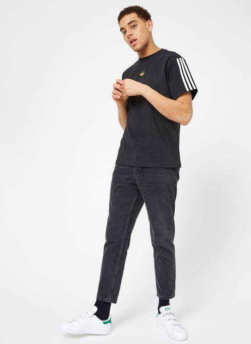 Kläder Adidas Originals Floating Tee Svart bild från under