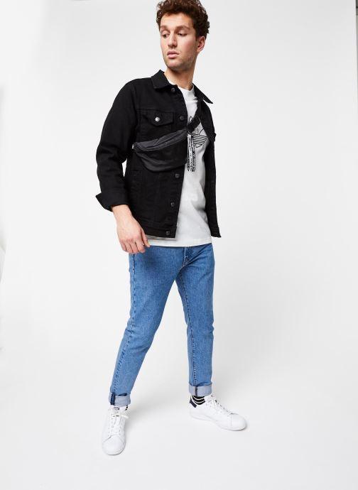 Vêtements adidas originals Outline Tee Blanc vue bas / vue portée sac
