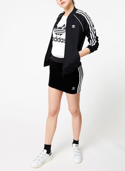 Vêtements adidas originals Boyfriend Tee Blanc vue bas / vue portée sac