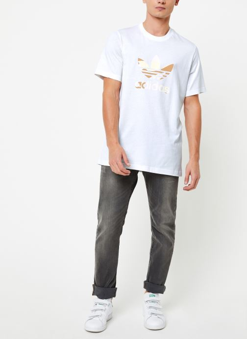 Vêtements adidas originals Camo Infill Tee Blanc vue bas / vue portée sac