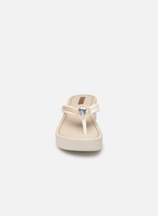 Mules et sabots Grendha Eternizar Plat Blanc vue portées chaussures